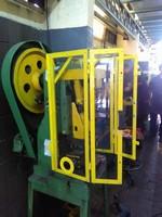 grades de proteção ao redor da máquina