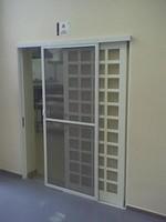 tela mosquiteira porta com dobradiça