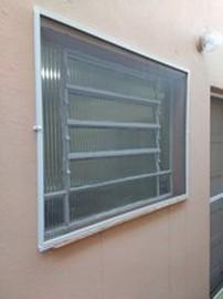 Instalação de tela mosquiteiro